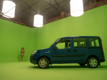 """Хромакей - зеленая и белая циклорама. """"Movie Hall""""- открытое съемочное пространство."""